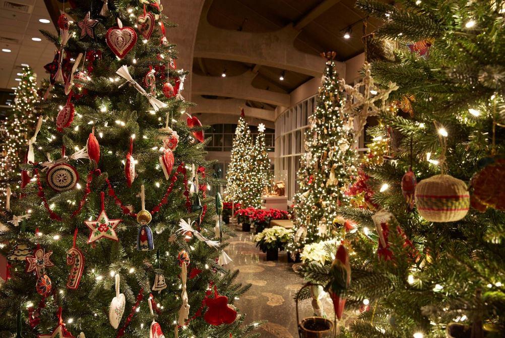 Meijer Gardens Holiday Traditions exhbit opens Tuesday | WZZM13.com