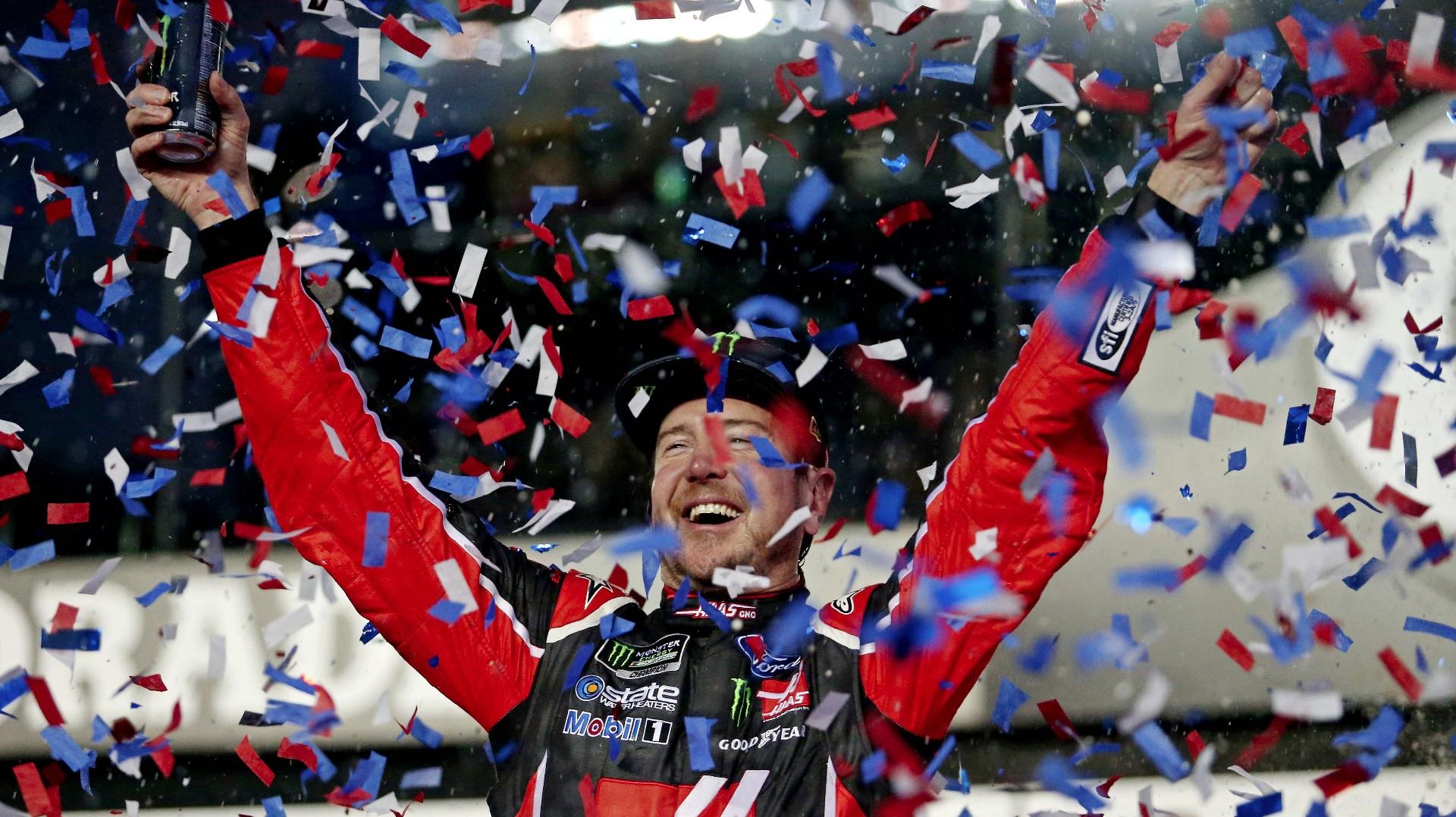 Kurt Busch wins crash-marred Daytona 500 with last-lap pass